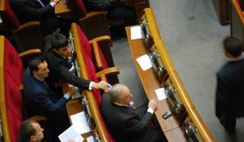 Левченко (http://www.chesno.org/meter/person/942/) передає картку іншому