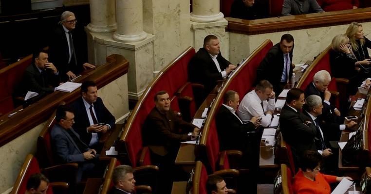 Ще одного депутата з БПП впіймали на кнопкодавстві (відео)