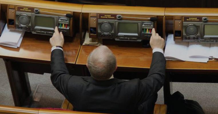 У Раді-8 зафіксовано рекордний сеанс групового кнопкодавства (відео)