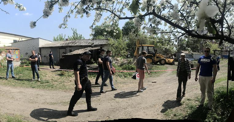 Завдяки сільраді тітушки забудовника зруйнували сараї місцевих жителів у Гатному