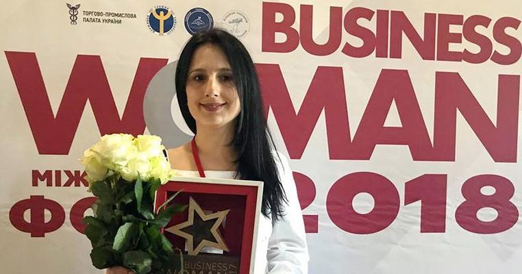 Дружина заступника ДУСі має бізнес в окупованому Криму й отримала відзнаку