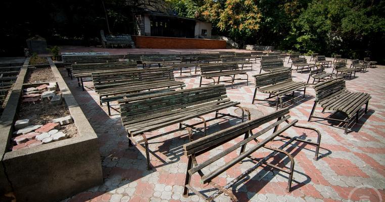 Фото: Літній театр в Одесі: забудовник вимагає в шести одеситів,які захищають пам'ятку, по мільйону