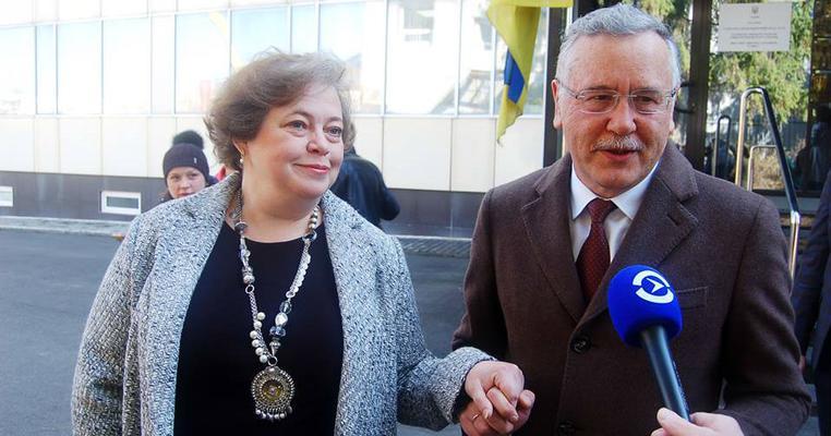 Дружина Гриценка таки змогла проголосувати (ОНОВЛЕНО)