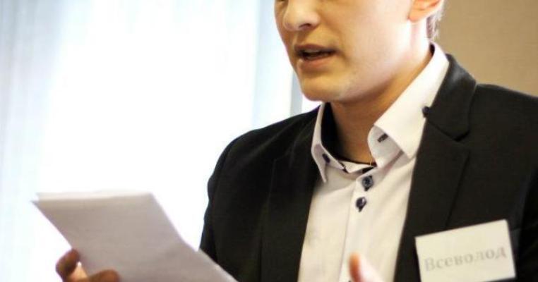 На Луганщині потенційний кандидат тисне на ЗМІ
