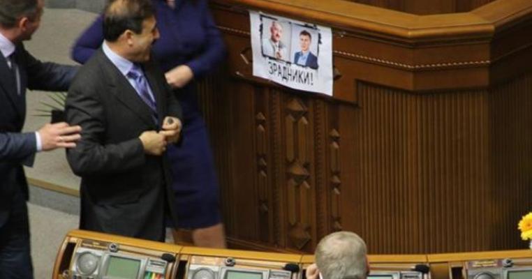 """Чому """"тушкуються"""" українські депутати - ЗМІ"""