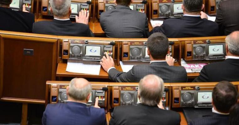 Перші дні парламенту: порушники регламенту, кнопкодави та тушки
