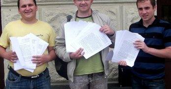 Хмельницькі активісти запитали у депутатів обласної ради про їхні прибутки