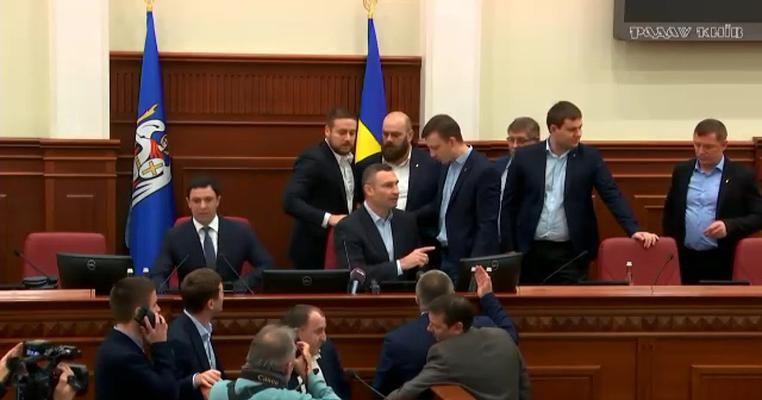 Вибіркові санкції: як депутата Київради Антоненка покарали за виступ проти Кличка