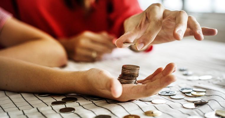 Навіщо найбільший лендлорд позичив 100 тисяч гривень у дружини-пенсіонерки?