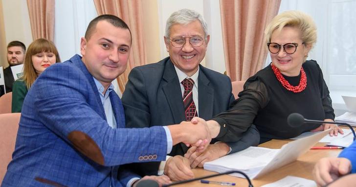 Фото: Депутати Полтавської міськради голосують на користь пов'язаних з ними підприємств