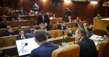 Мандат безвідповідальності: майже половина депутатів Франківської облради – прогульники