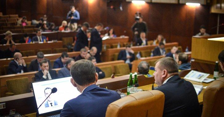 Фото: Мандат безвідповідальності: майже половина депутатів Франківської облради – прогульники
