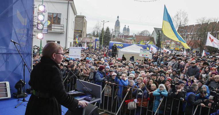 Бомба для Зеленського та FB-провокація для Тимошенко: як кандидати агітують на Франківщині