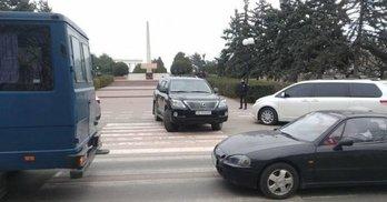 Вілкул припаркувався на пішохідному переході: як агітують на Одещині