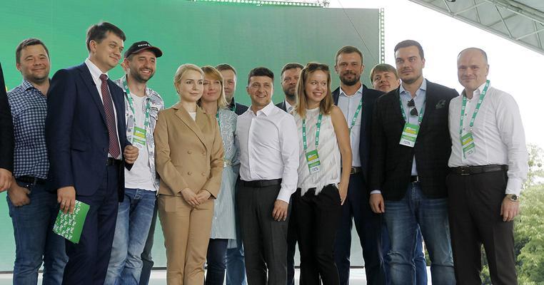 """Хто масово клонує """"Слугу народу"""" в рідному місті Зеленського"""