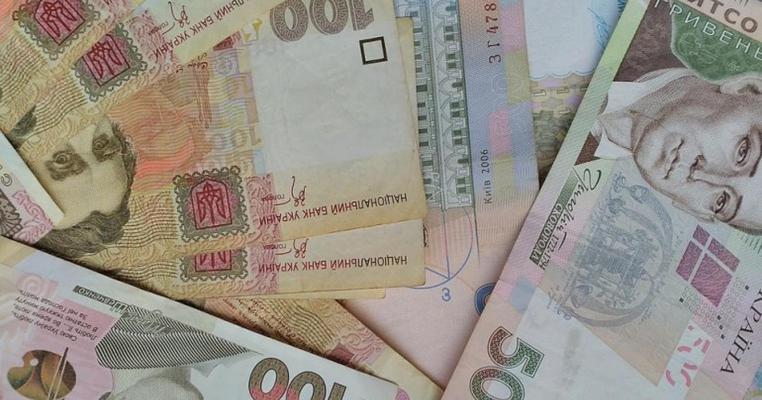 """Підприємиця з Луганщини каже, що її попросили надіслати """"ляшківцям"""" чужі кошти"""