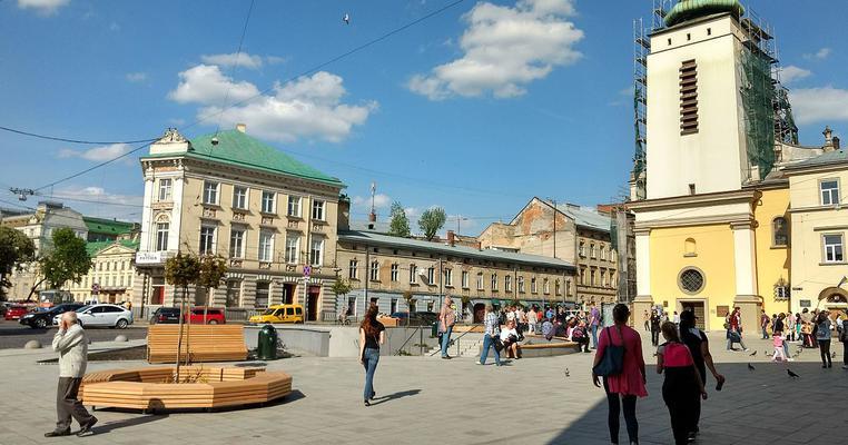Фото: Колишні та чинні львівські чиновники позмагаються за 116-ий округ