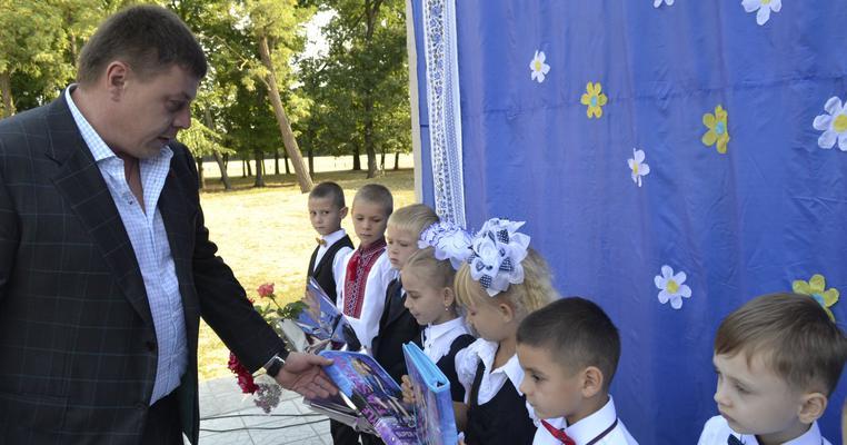 Фото: День знань, або Що робили полтавські депутати на урочистих лінійках