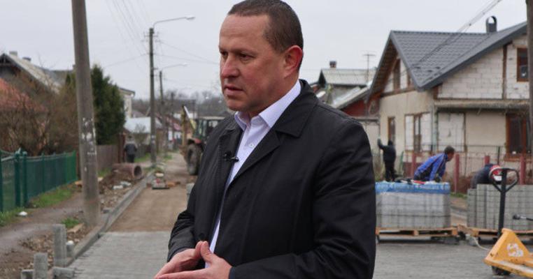 """Прикарпатський """"слуга народу"""" закликав не голосувати за скасування пайової участі"""