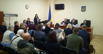 КМДА проти киян і захищає інтереси забудовника Поштової площі в суді
