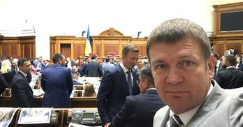 У парламенті – десятий кнопкодав: прикривав руку газетою
