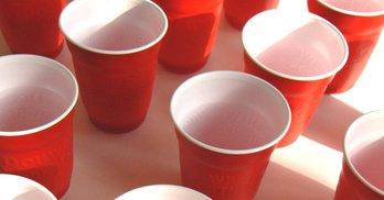 Верховна Рада торік придбала 171 000 одноразових стаканчиків. Це 16,6 км завдовжки