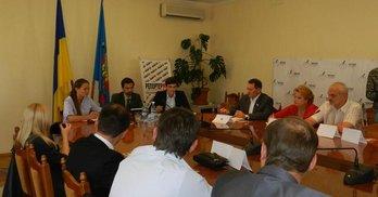 """В Луганську представники політичних сил дискутували на """"Дебатному клубі ЧЕСНО"""""""