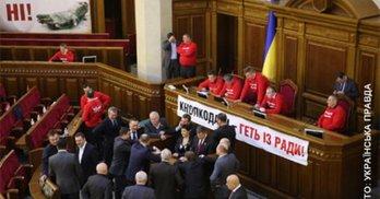 Продовжується блокування парламенту з вимогою забезпечення персонального голосування