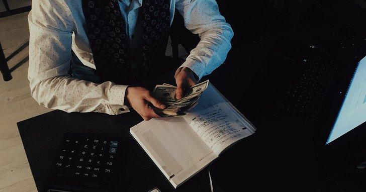 """Фото: Багатії та """"злидні"""" Івано-Франківської міськради: як декларуючи мізерні доходи заробити мільйони"""