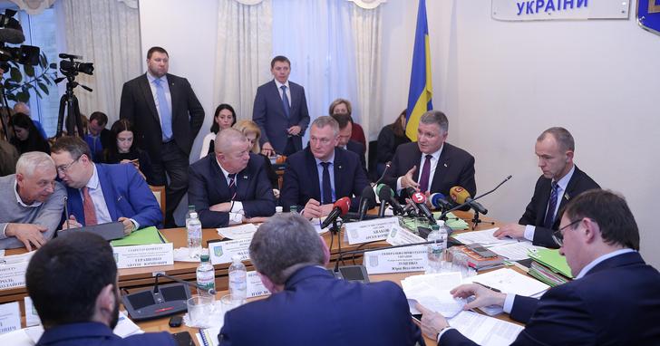 Фото: За шість років Аваков лише 3 рази з 32-х прийшов на профільний комітет
